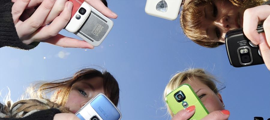 Women are 56% less likely to use mobiles: Report